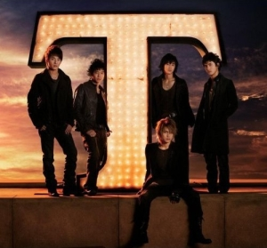(Album) ~ T ~ (January 22, 2008) [Japanese] 2CD + 2DVD CD Disc 1 01 TRICK 02 NO? 03 Purple Line 04 Forever Love 05 Summer Dream 06 Ride on 07 DARKNESS EYES 08 Lovin' you 09 Rainbow 10 SHINE 11 LAST ANGEL -TOHOSHINKI ver.- 12 CLAP! 13 Love in the Ice ~BONUS TRACK~ 14 Together CD Disc 2 01 Song for you 02 Day Moon ~ハルダル~ 03 Beautiful Life 04 You're my miracle 05 Kiss shita Mama Sayonara [As We Kiss, Goodbye] DVD Disc 1 01 Lovin' you 02 Summer Dream 03 SHINE 04 Forever Love 05 Together DVD Disc 2 01 Soul Power Tokyo Summit 2007 -TOHOSHINKI- 02 2nd LIVE TOUR ~Five in the Black~ Special Edition 03 PREMIUM MINI LIVE @YOKOHAMA BLITZ 2007.9.23